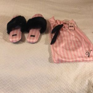 New Victoria Secret slippers small fits size 6